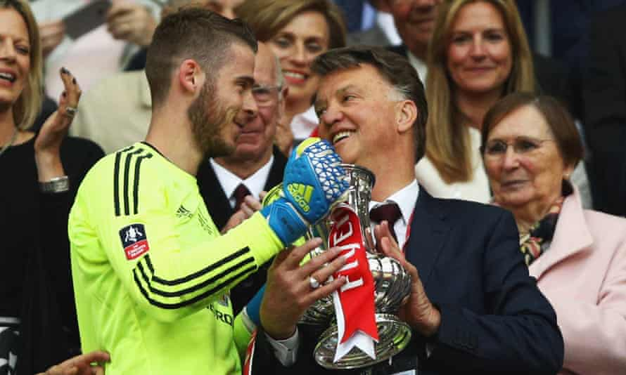 Louis van Gaal holds the trophy with David de Gea after winning the 2016 FA Cup final