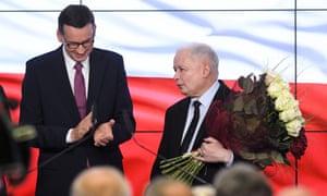 Polish PM Mateusz Morawiecki (L) with the Law and Justice party leader, Jarosław Kaczyński.