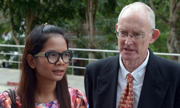 Thai journalist Chutima Sidasathian and her Australian colleague Alan Morison arrive at the provincial court in Phuket island.