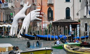Lorenzo Quinn's installation, Support, at the Ca'Sagredo hotel, Venice.