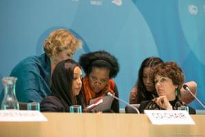 APA co-chairs Sarah Baashan, Saudi Arabia, and Jo Tyndall, New Zealand, consult with members of the Secretariat.
