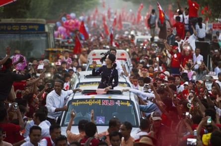 Aung San Suu Kyi travels in a motorcade towards a campaign rally for the NLD on 1 November 2015