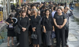 Thai people queue to offer condolences for Thai king Bhumibol Adulyadej at the Grand Palace in Bangkok.