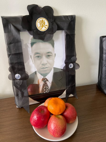 Remembrance photo and offering of Xiaojun Chen.
