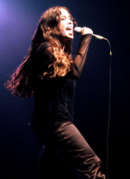 Morissette performing in San Francisco in 1995