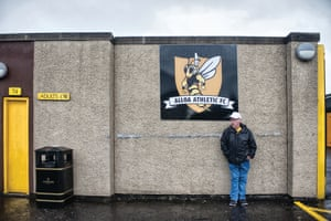 The match is over and the Wasps have stung Peterhead with a 4-0 win in the rain.