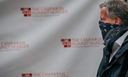 New York City's mayor, Bill de Blasio, wears a bandana while visiting a food shelf organized by the Campaign Against Hunger in Brooklyn on 14 April in New York City.