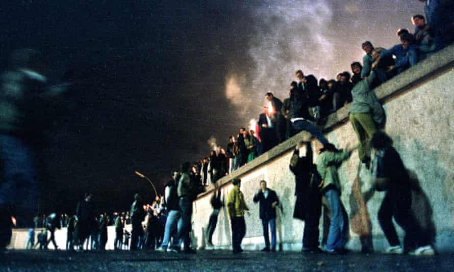A crowd on top of the Berlin wall in 1989