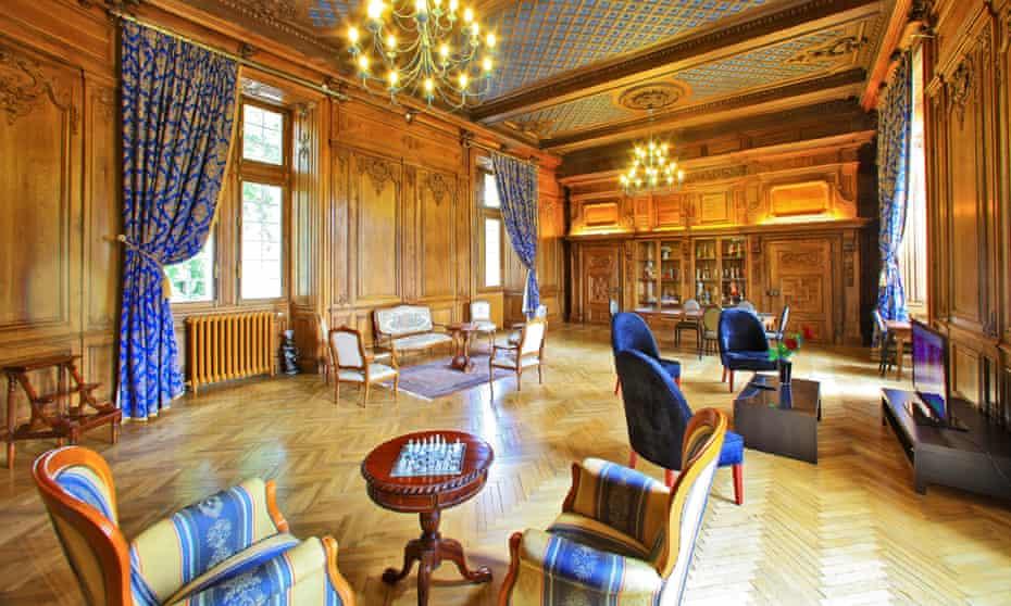 The ornate salon at Château de Monrecour