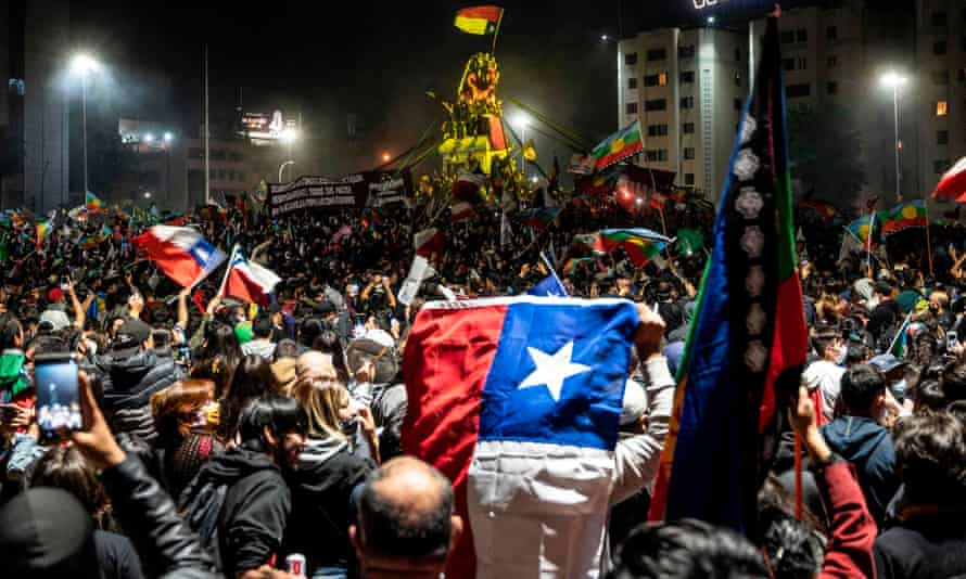 Demonstrators supporting the reform of the Chilean constitution in Santiago, 25 October.
