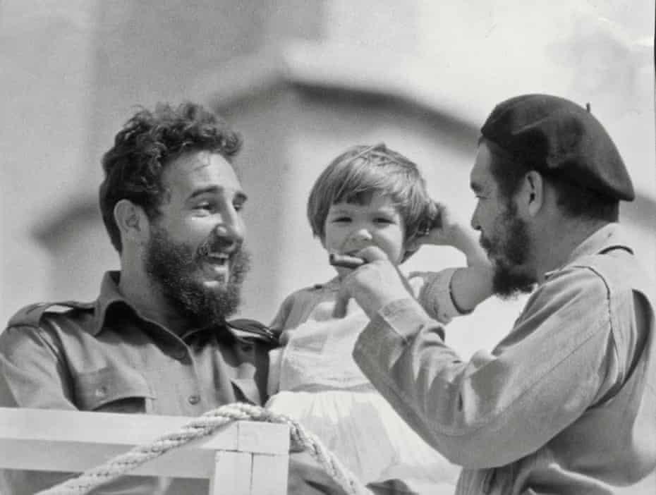 Che Guevara, his daughter Aleida and Fidel Castro, in 1963.