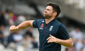 Jimmy Anderson re-injured himself while playing for Lancashire second XI as he attempted to prove his fitness to the England selectors.