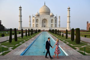 Ivanka Trump and Jared Kushner posing by the Taj Mahal