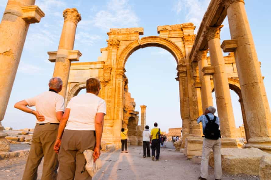 Tourists in Palmyra in May 2009.