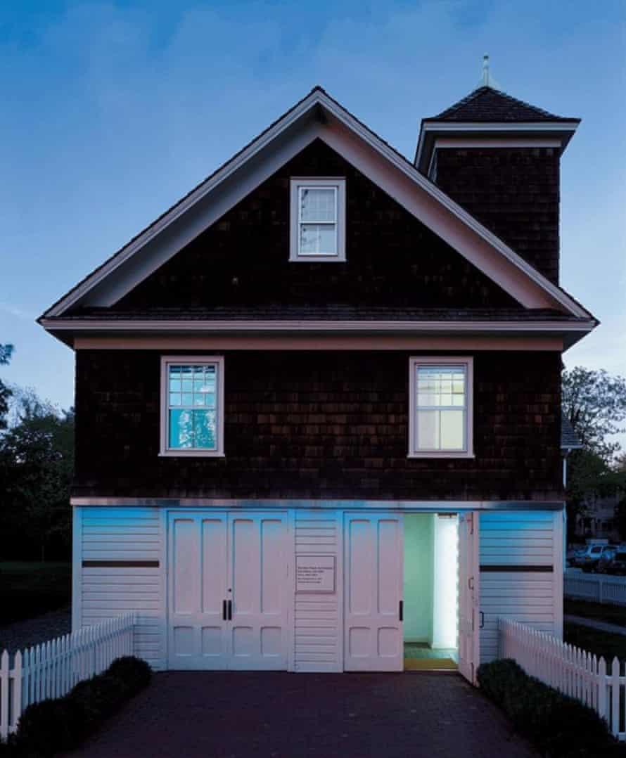 House of tubes: the Dan Flavin Art Institute,