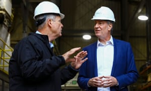 Bill de Blasio tours a Poet ethanol plant with the former US secretary of agriculture, Tom Vilsack, in Gowrie, Iowa, on Friday.