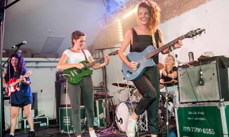 Hinds live