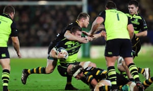 Dylan Hartley swings his arm at Sean O'Brien