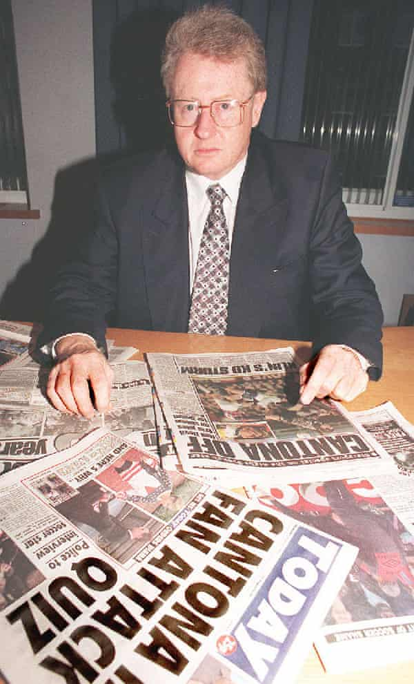 Graham Kelly reads the papers the morning after the incident.