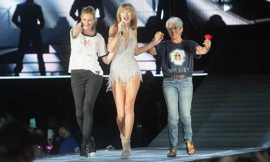 Baez with another legendary songwriter, Taylor Swift (and Julia Roberts).
