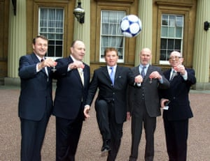 Roger Hunt, George Cohen, Alan Ball, Ray Wilson and Stiles pose at Buckingham Palace