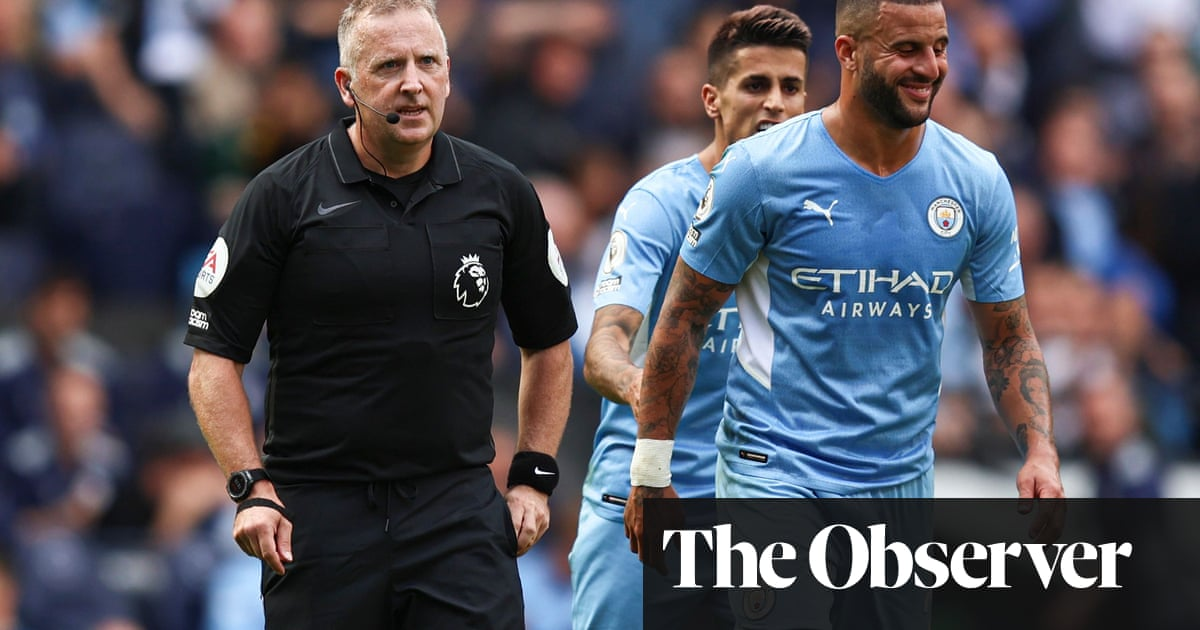 Manchester City's Kyle Walker escapes penalty and red in Southampton draw