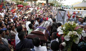 People carry the coffin of Lesbia Janeth Urquia