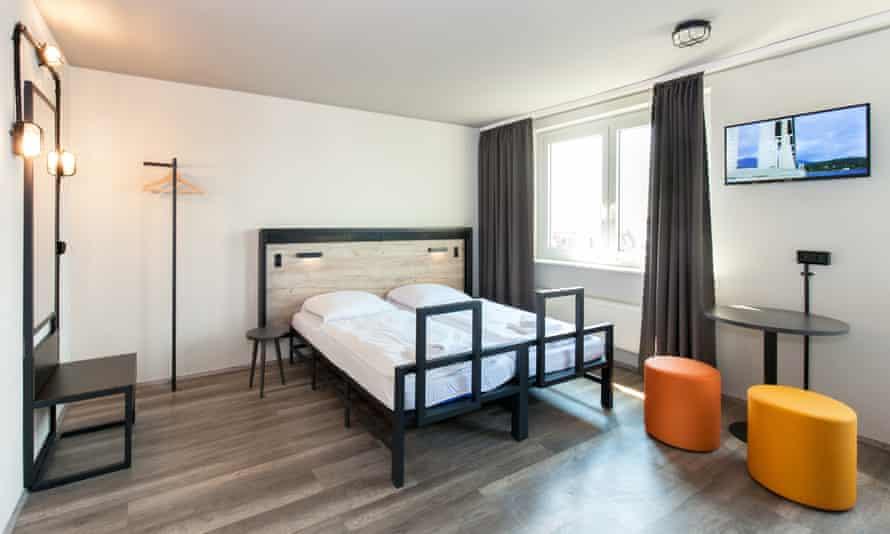 Room at Zimmerbeispiel a&o hostel