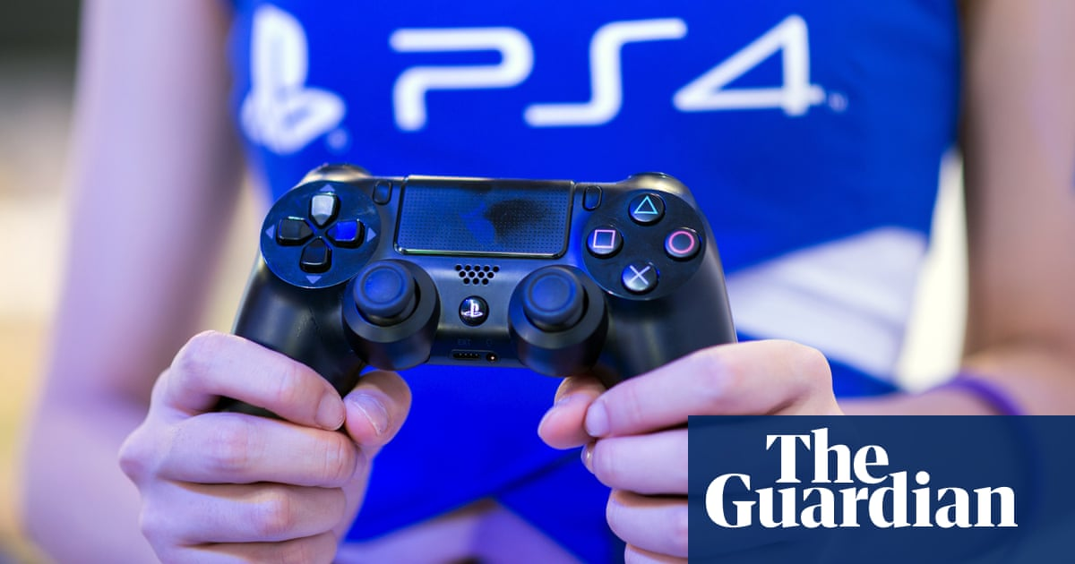 PlayStation 4 opens up cross-platform play, starting with Fortnite