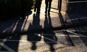 Pupils walking in to school