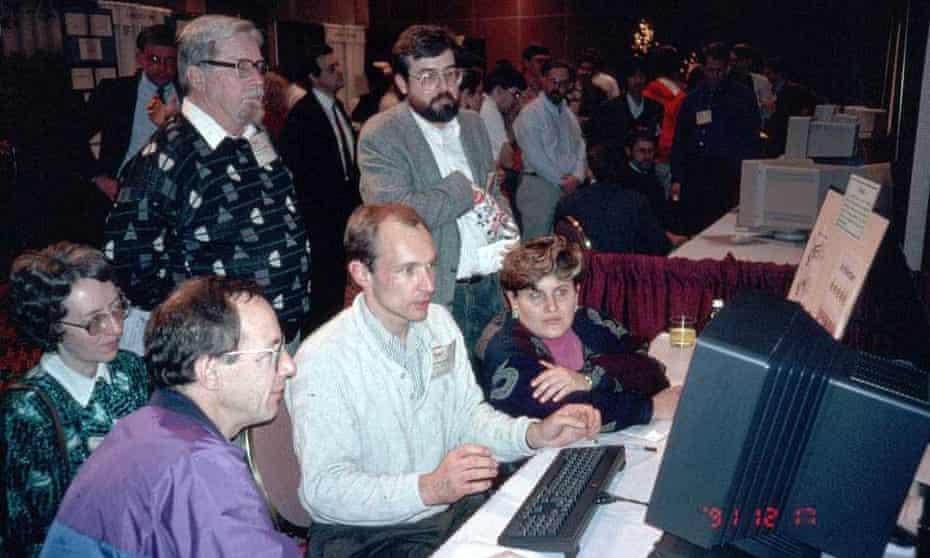 Berners-Lee demonstrating the world wide web to delegates at the Hypertext 1991 conference in San Antonio, Texas.