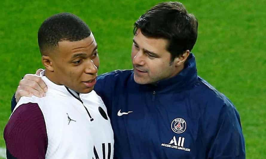 PSG manager Mauricio Pochettino (right) talks with Kylian Mbappé during training at the Camp Nou
