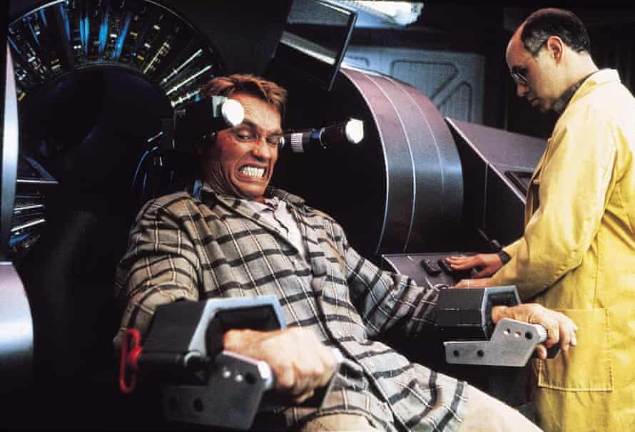 Schwarzenegger in Total Recall.