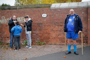 Blues fans arrive at St Andrew's
