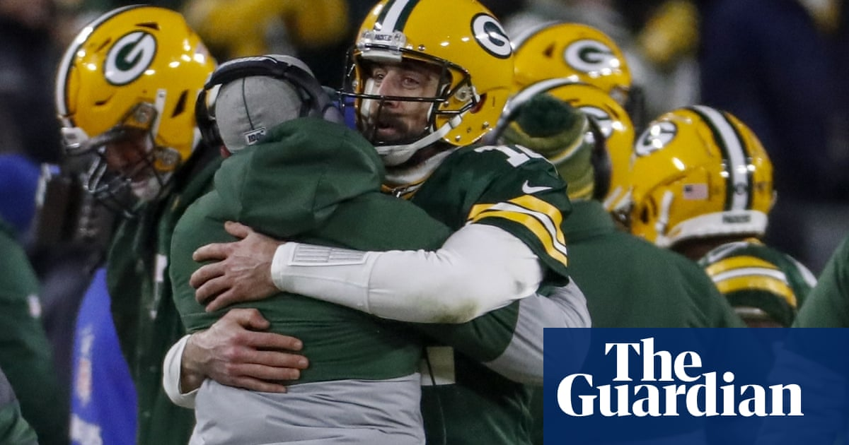 Aaron Rodgers stays cool to guide Packers past Seahawks