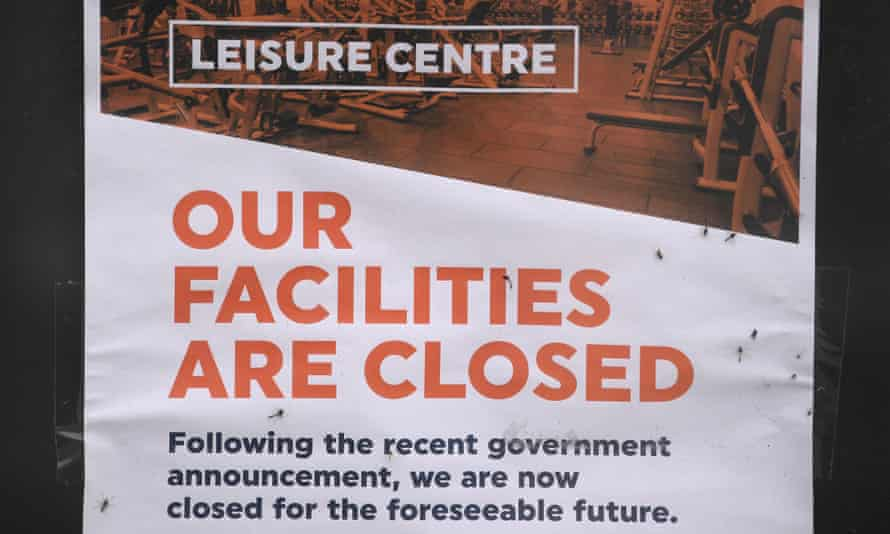 A sign saying a leisure centre is closed