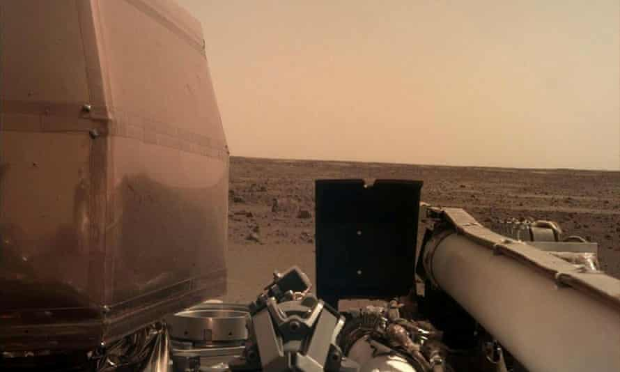 An image of the Martian surface the day the InSight probe touched down.