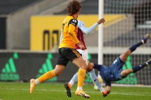 Wolves' Fabio Silva hits the post.