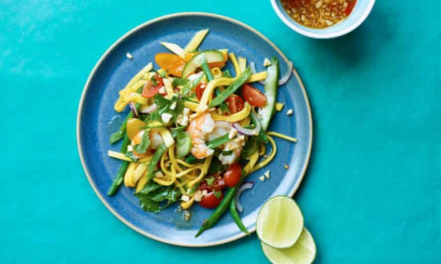 Green mango salad (som tum mamuang)