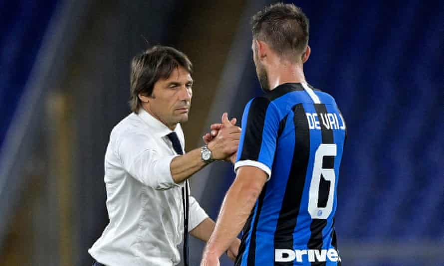 Inter's head coach Antonio Conte with Stefan de Vrij after the draw in Rome.