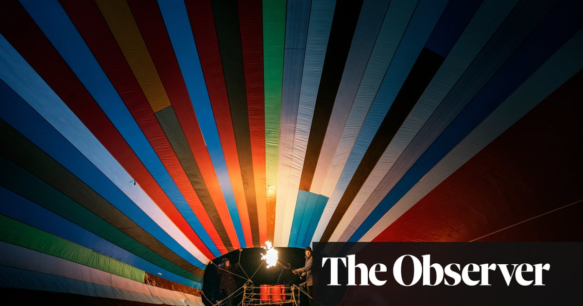 Film of daring balloon escape from East revives German identity