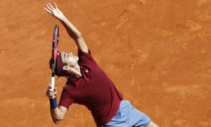 Roger Federer needed only an hour and a quarter to defeat his Spanish opponent 6-3, 6-4.