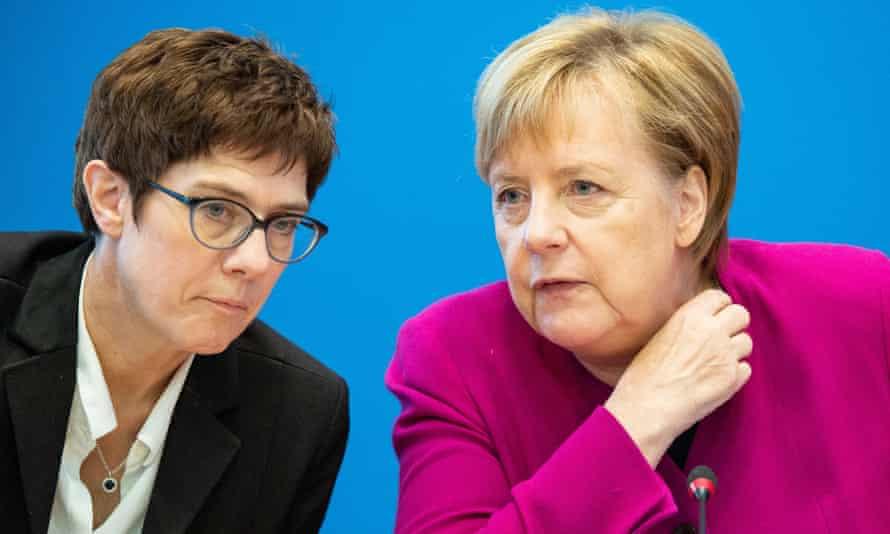 Annegret Kramp-Karrenbauer (left) and Angela Merkel.