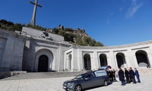Family members carry Franco's coffin out of the basilica of the Valley of the Fallen mausoleum.