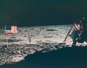 In July 1969, Neil Armstrong, commander of the Apollo LL mission, assembled the modular equipment storage assembly (MESA) of the lunar module 'Aggall' on the lunar surface.