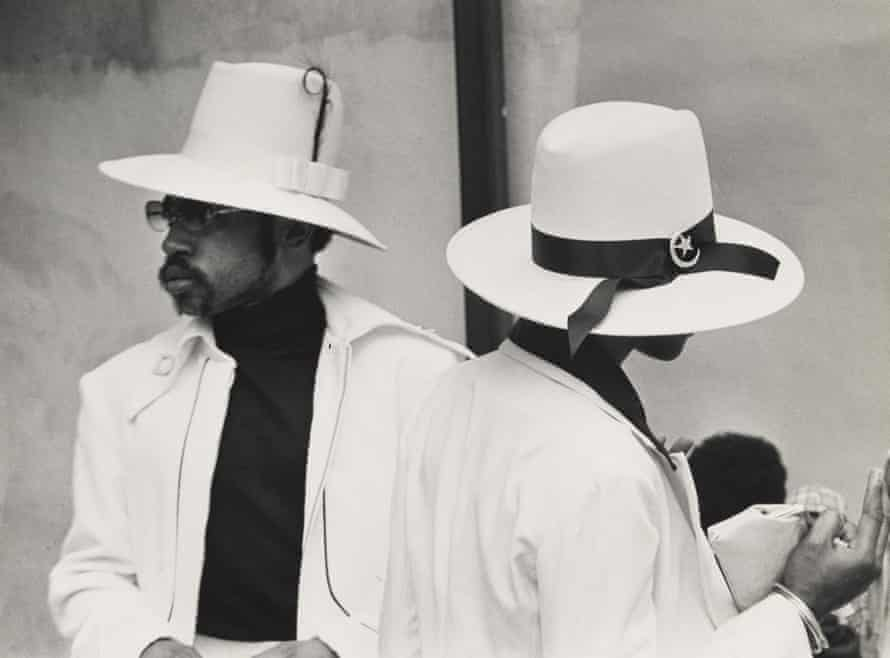 Shawn Walker – Easter Sunday, Harlem (125th Street), 1972.