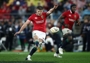 Farrell scores the penalty to put the Lions in front.