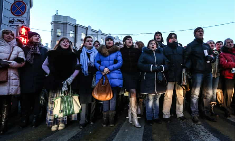 Protesters in Moscow demand terms of their loan agreements to be renegotiated due to the rouble's weakening.