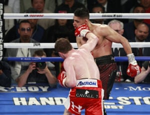 Álvarez knocks out Khan in the sixth round with a massive right.