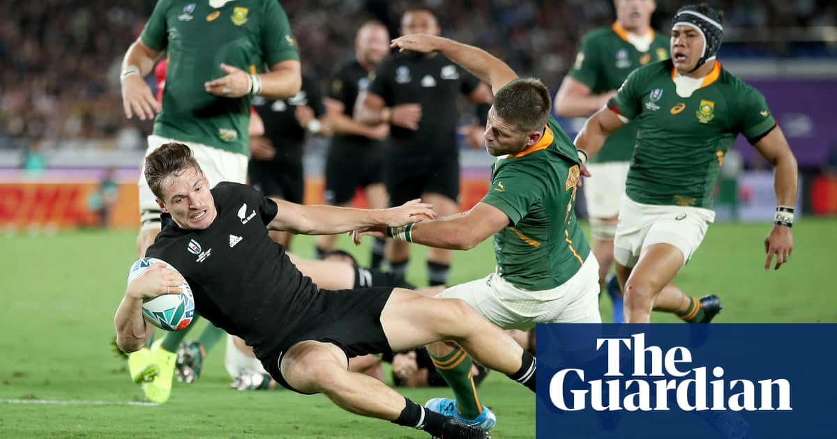 Rugby World Cup: Key moments as New Zealand, France and Australia win – video highlights